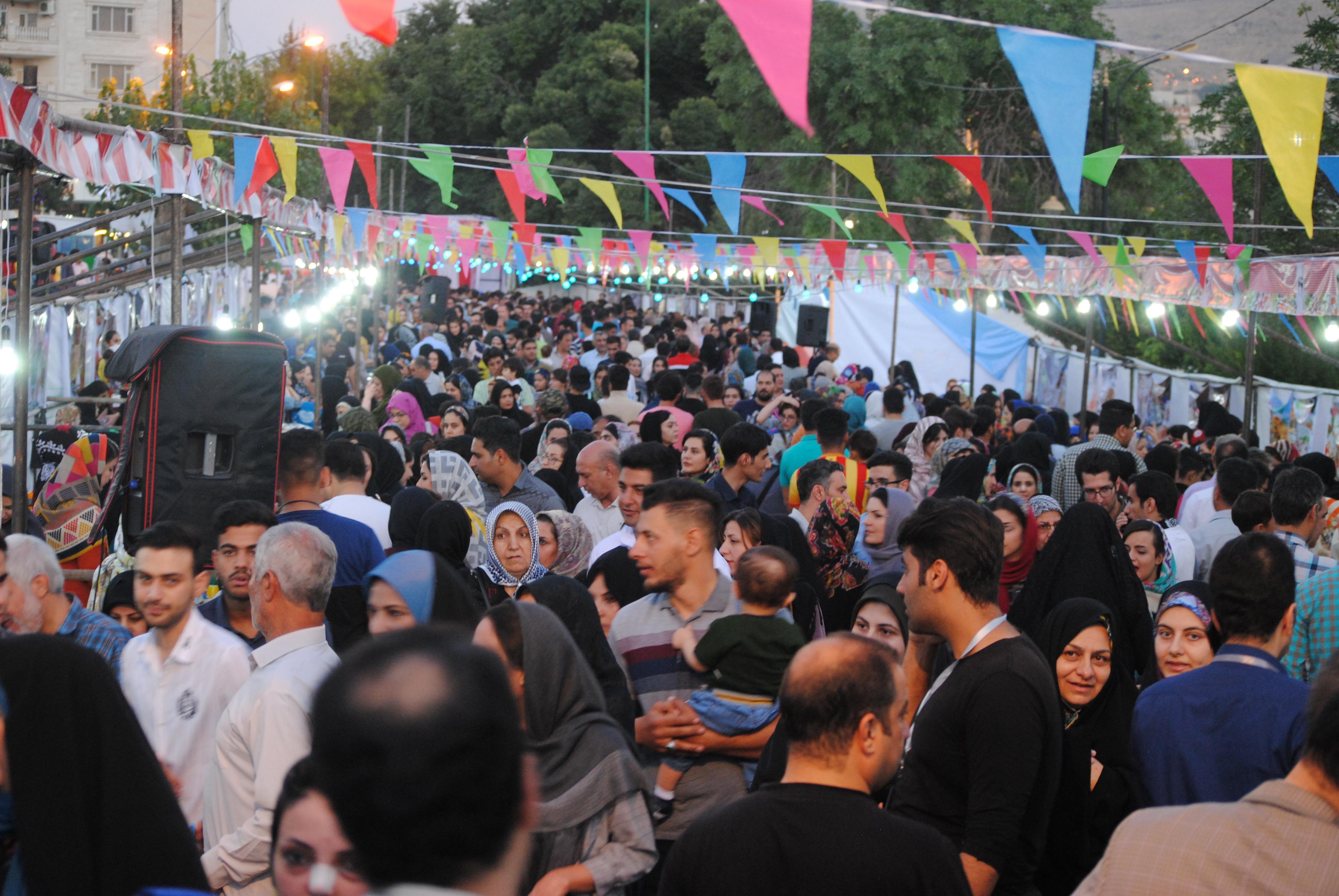 استقبال گرم مردم خرمآباد از جشنواره خیریه غذا + فیلم
