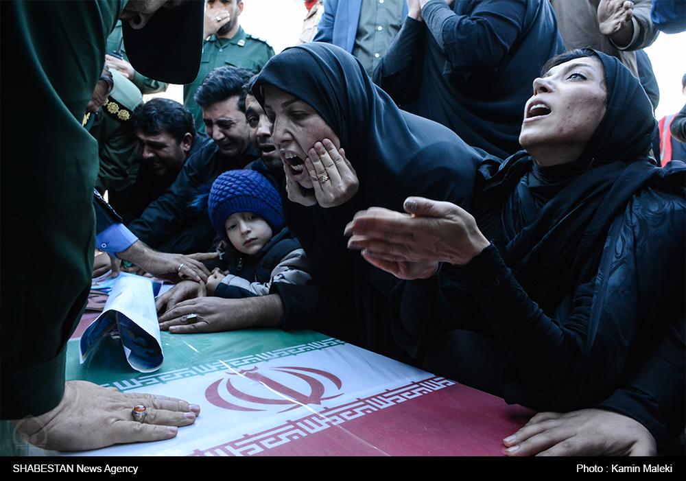 پیکر شهید مدافع حرم وارد فرودگاه خرمآباد شد + تصاویر