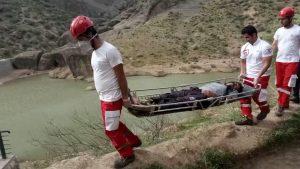 نجات جان گردشگر گرفتار شده در ارتفاعات آبشار طلایی خرم آباد توسط تیم واڪنش سریع